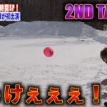 【狙い撃ち】サッカーボールでカツラ飛ばしする子ども