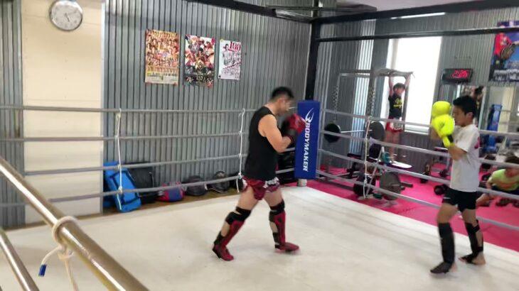 2021.4.2  サッカー名古屋選抜選手コージオカダの甥っ子大馳がキックボクシング体験 まさかのコージオカダが拳で指導